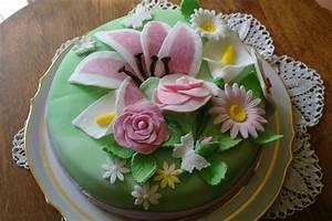 Decor Gateau Anniversaire : gateau anniversaire creme pistache decor pate a sucre ~ Melissatoandfro.com Idées de Décoration