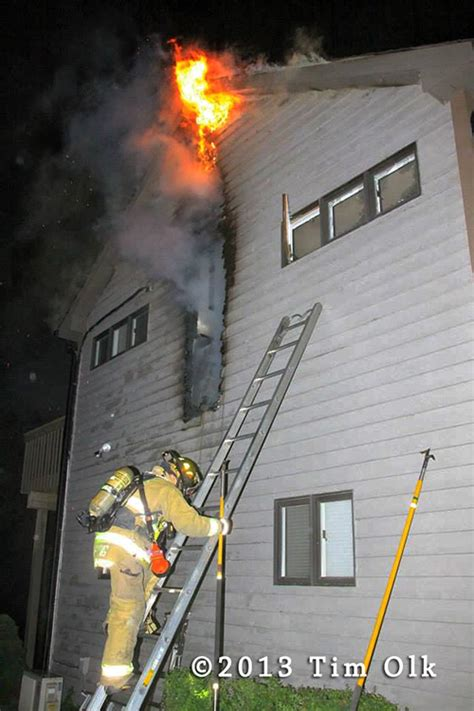 fireman on ladder with fire « chicagoareafire.com