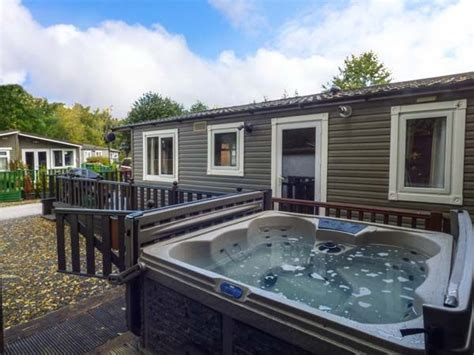 lake windermere log cabins with tubs owls nook 7 guest log cabin on white cross bay