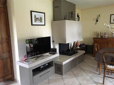 cuisines biarritz cheminée avec polyflam et banquettte télé nos réalisations