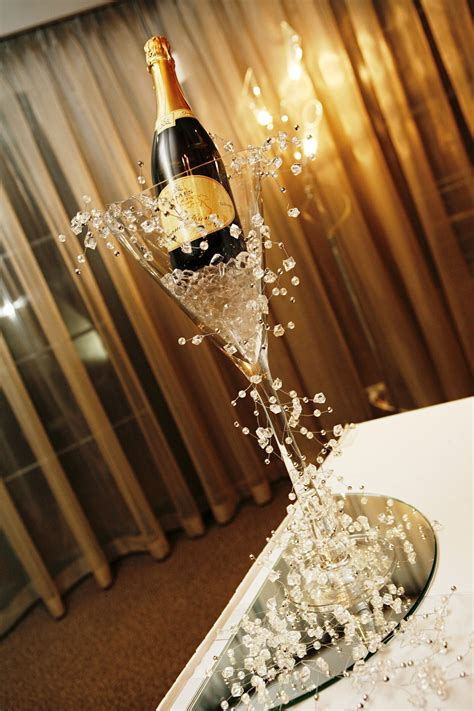 Large Martini Vase With Ice And Champagne With Silver
