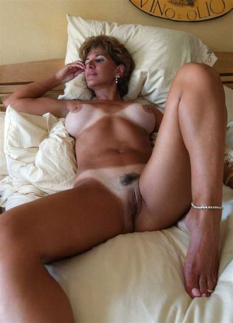 Big tits photo: Tanned milf lady on the bed - exciting..