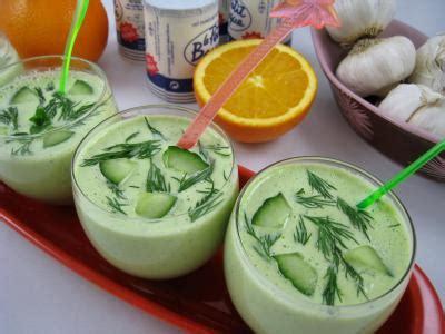 cuisine concombre tzatziki ou concombre au yaourt à la grecque tzaziki