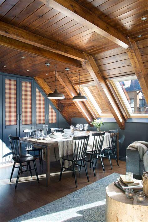 sombras de gris decorando salones de madera techos