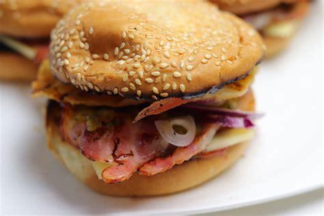 Brokastu burgeris - Receptes