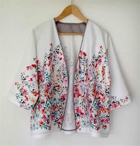 veste kimono fleuri idee d39image de fleur With chambre bébé design avec kimono long fleuri