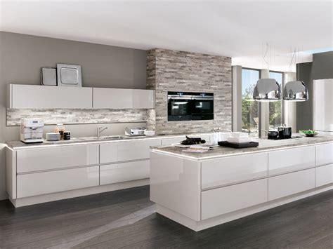 Weisse Küche Mit Insel weisse kuche mit schwarzen griffen ihr traumhaus ideen