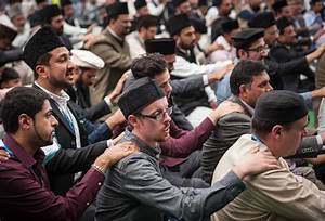 More than 30,000 Muslims gather for Britain's biggest ...
