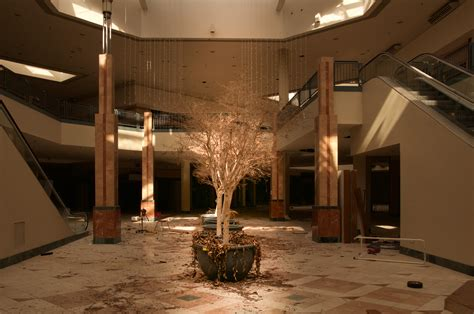 mall abandoned inside chicago lincoln illinois malls stores american shops anchor decay left square reveal era state suburbs suburb courses