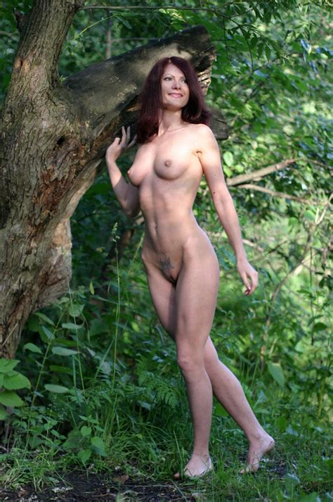 Very Hot Russian Redhead Milf With Sporty Body Posing At