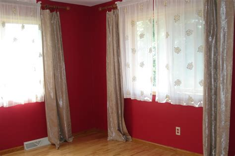 best color for a room with minimalist red wall color and