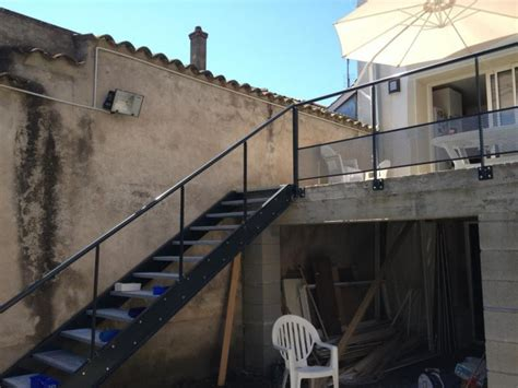 escalier exterieur en acier galvanise fabricant escalier en acier galvanis 233 et garde corps en acier avec marche en t 244 le larm 233 e