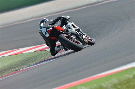 Aprilia Rsv4 Rf Hd Photo by Ride Review Aprilia Rsv4 Rf Asphalt Rubber
