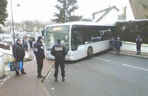 Auto Yerres : 10 04 2013 france essonne vigneux sur seine et yerres le bus sans chauffeur de la ~ Gottalentnigeria.com Avis de Voitures