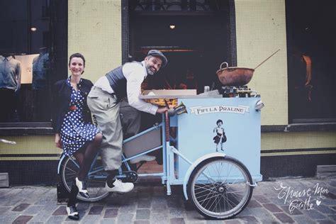 triporteur cuisine les food trucks se mettent à table la femme qui marche