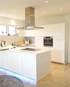 Teppich In Küche : white elegance in dieser modernen und eleganten k che sorgt der handgetuftete teppich romney ~ Markanthonyermac.com Haus und Dekorationen