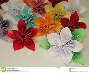 Origami Fleur Coeur D étoile : fleurs d 39 origami photo stock image du papier violet ~ Melissatoandfro.com Idées de Décoration