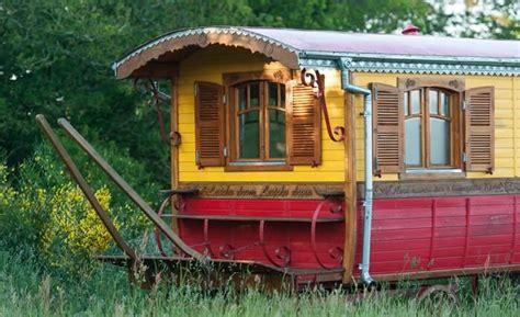 chambre d hote roulotte roulotte bretagne dormir dans une roulotte tzigane ou