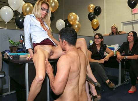 This office release some stress with some strippers - Pichunter