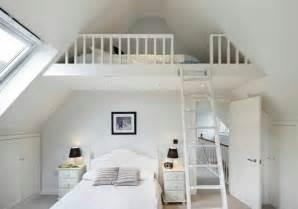 attic bathroom ideas lit mezzanine une pièce supplémentaire cosy et intimiste