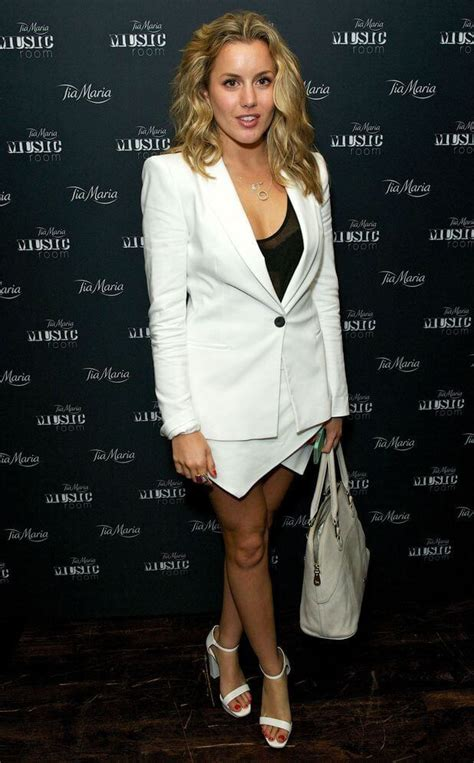 Nackt  Caggie Dunlop Who is