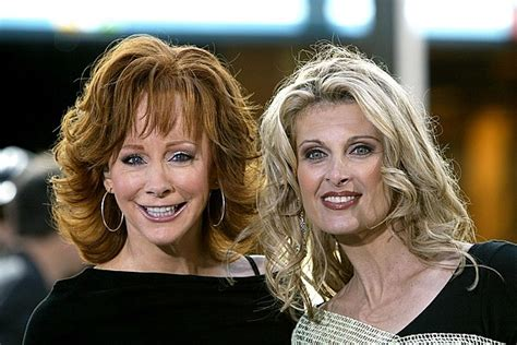 reba mcentire linda davis watch reba mcentire linda davis duet on does he love you