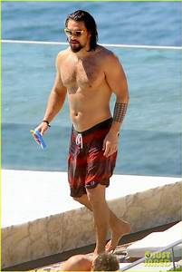 jason momoa shows off his shirtless aquaman body 08 Jason ...