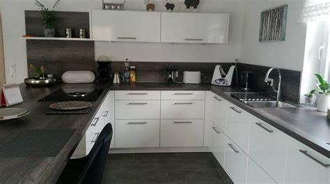 küchenzeile mit insel wei 223 e minimalistische k 252 chen tolle fotos und inspirationen wohnkonfetti