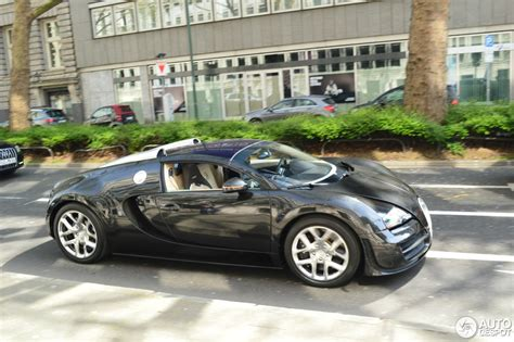 Our only question is this: Bugatti Veyron 16.4 Grand Sport Vitesse - 24 April 2015 - Autogespot