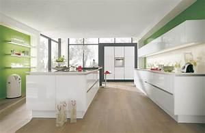 Küche Deko Modern : puristische k che mit k cheninsel ~ Frokenaadalensverden.com Haus und Dekorationen