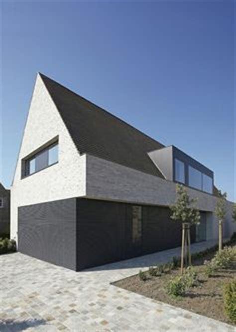 Einfamilienhaus Kompaktes Ziegelhaus Mit Erdwaermepumpe by Moderne Tradition Mit Satteldach Homes Haus