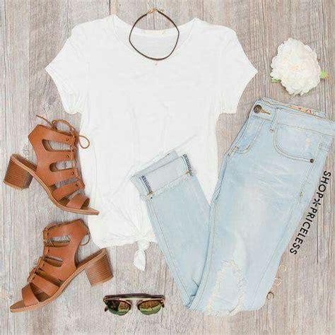 Mu00e1s de 25 ideas increu00edbles sobre Jeans claros en Pinterest   Outfits con tenis negros Blusa de ...