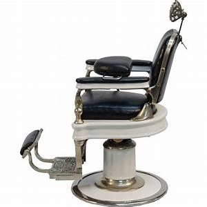 Simple Vintage Barber Chair : Style of Vintage Barber