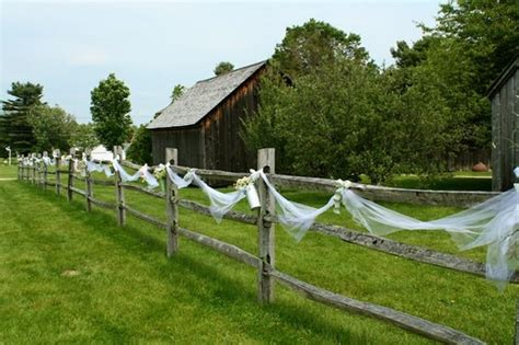 nice   decorate  fence  tulle  overdoing