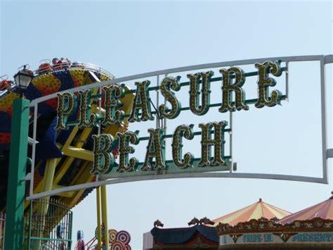 great yarmouth pleasure beach theme park tourist