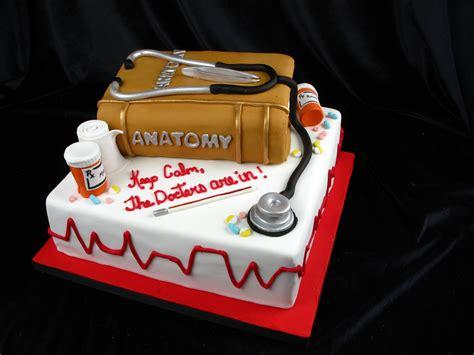 Sandrascakes has uploaded 1156 photos to flickr. Graduation cake, doctor cake, vet cake, medical cake, book ...