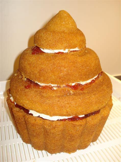 giant birthday cupcake cakes  lizzie edinburgh