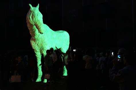 Svinīgi atklāts Rotko centra interaktīvais spoku zirgs ...
