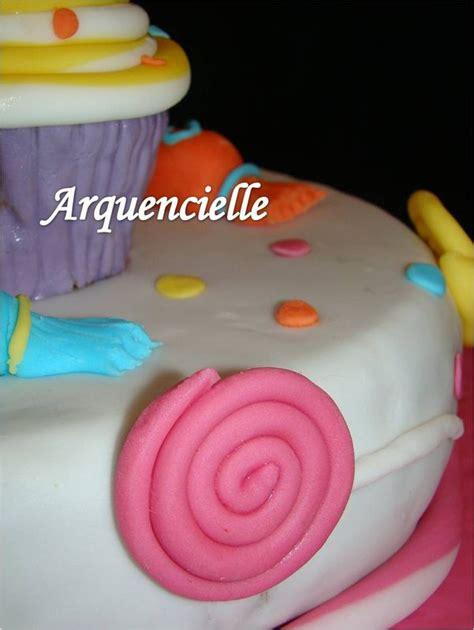 g 226 teau d anniversaire en p 226 te 224 sucre th 232 me gourmandises sucettes cupcake bonbons sweety