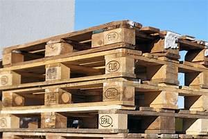 Europaletten Gartenmöbel Bauen : palettenbett ein bett aus europaletten bauen so geht 39 s bruno bett ~ Markanthonyermac.com Haus und Dekorationen