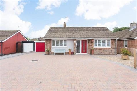 2 bedroom detached bungalow for sale in Courtland Avenue ...