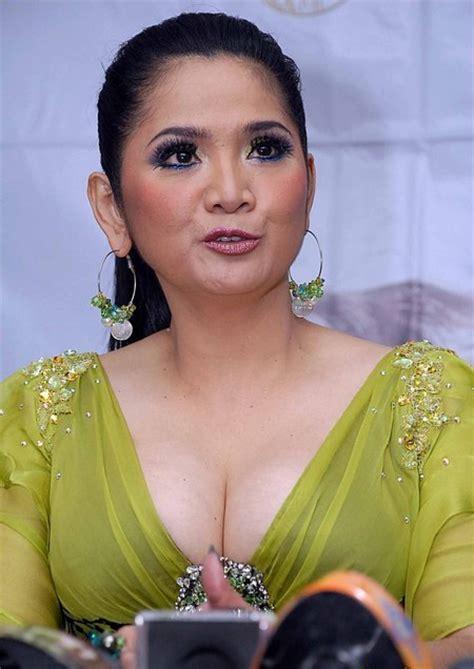 toket gede tante vina panduwinata sexy ml ~ artis indonesia hot