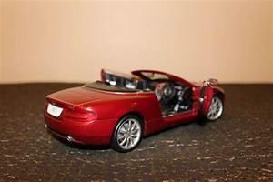Aston Martin Bordeaux : solido schaal 1 18 aston martin db9 volante bordeaux metallic catawiki ~ Maxctalentgroup.com Avis de Voitures