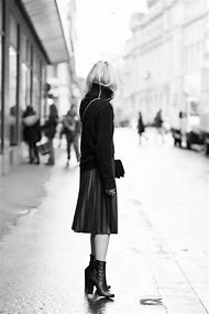 Black Pleated Skirt Outfit