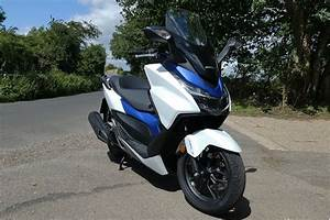 Honda 125 Scooter : review honda forza 125 2017 road tests honest john ~ Medecine-chirurgie-esthetiques.com Avis de Voitures