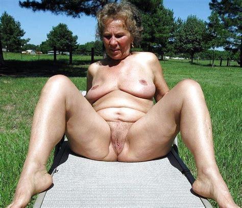 Amateur Mature Wives Voyeur Public Nudity Flashing Tits