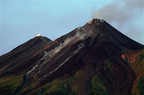 SwissEduc - Stromboli online - Karangetang Volcano, Sulawesi