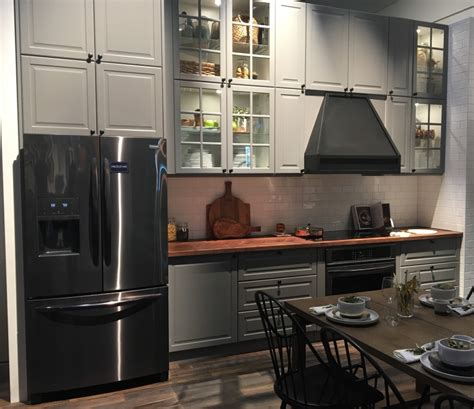 black stainless steel appliances    big trend
