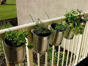 Herb garden ideas for small spaces for Outdoor herb garden