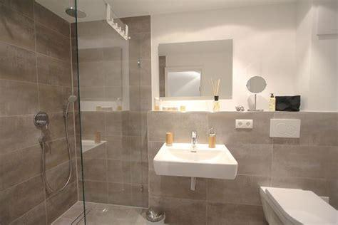 Einrichtung Kleiner Kuechemoderne Kleine Kueche Im Wohnzimmer 3 by Badezimmer Mit Bodengleicher Regenschauerdusche In Der
